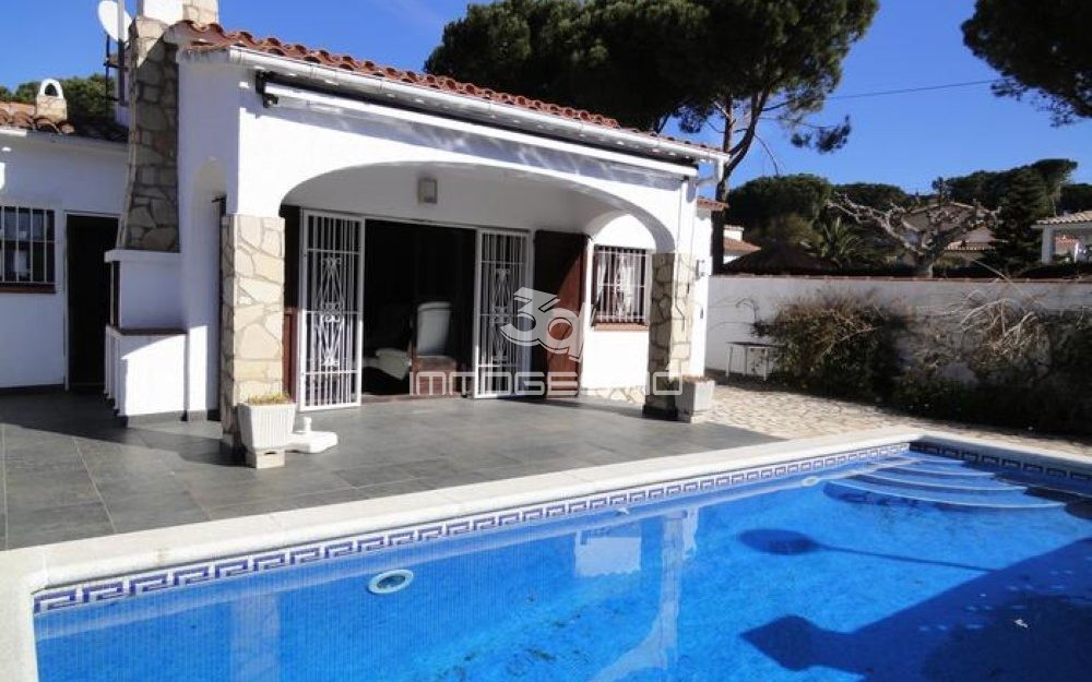 Ground floor villa with private pool