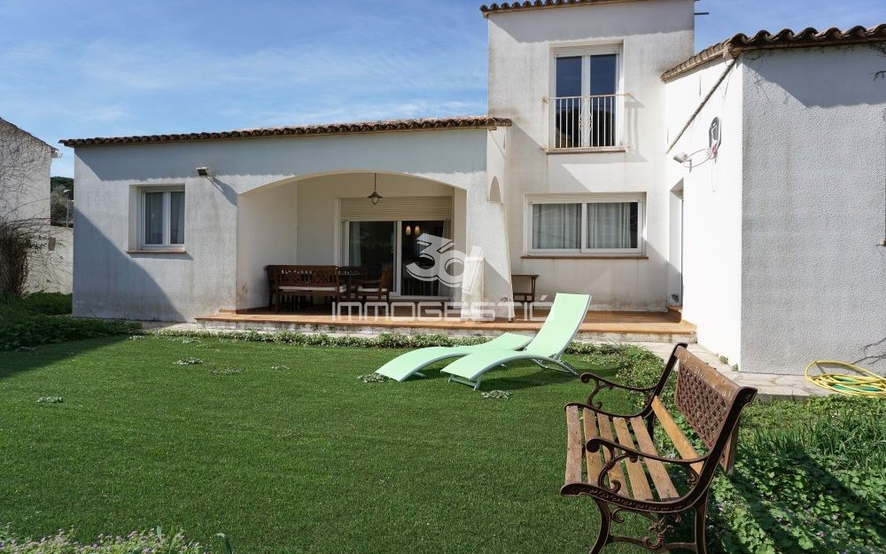 Big property in a 660sqm plot in L' Escala