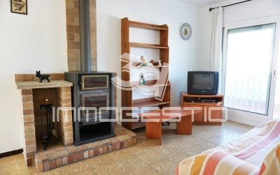 2 bed apartment with private garage in L'Escala