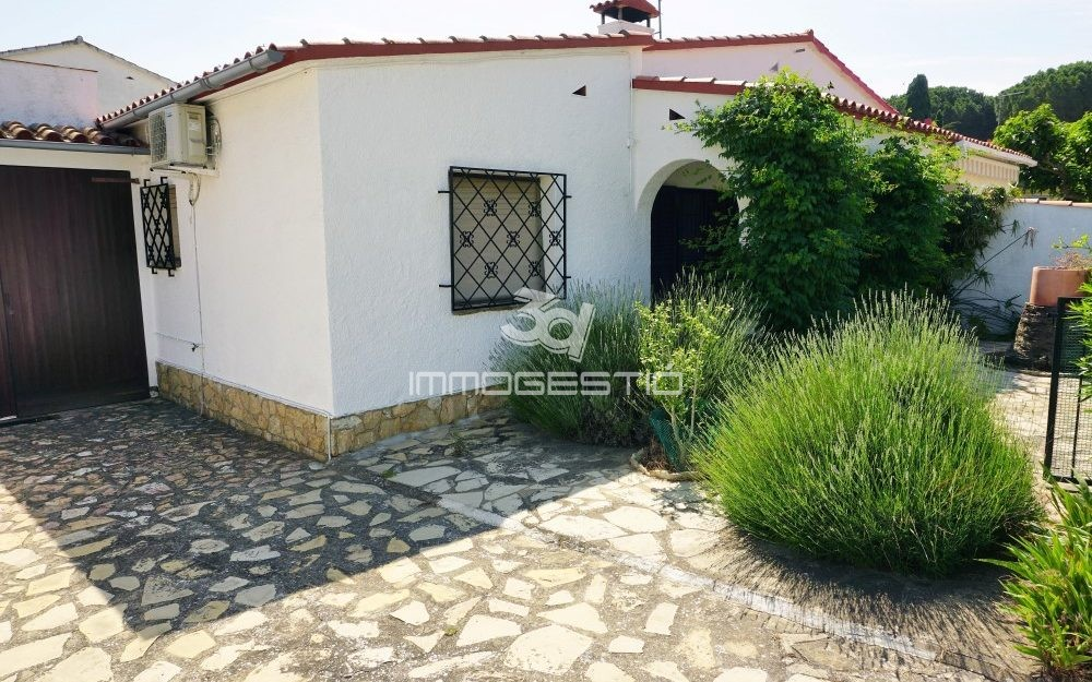 House with private garden in L'Escala