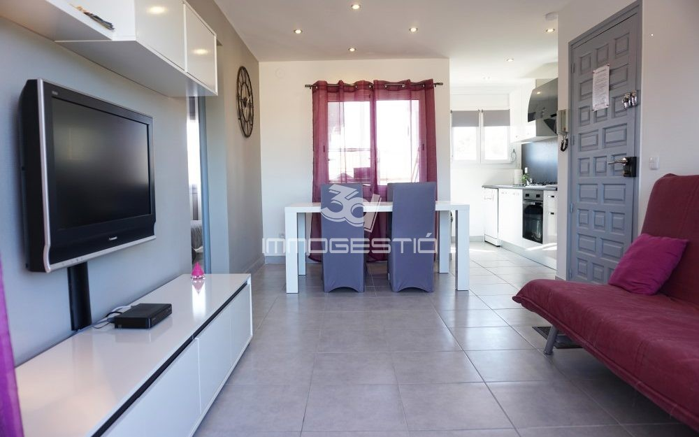 Apartment with lovely terrace in Riells