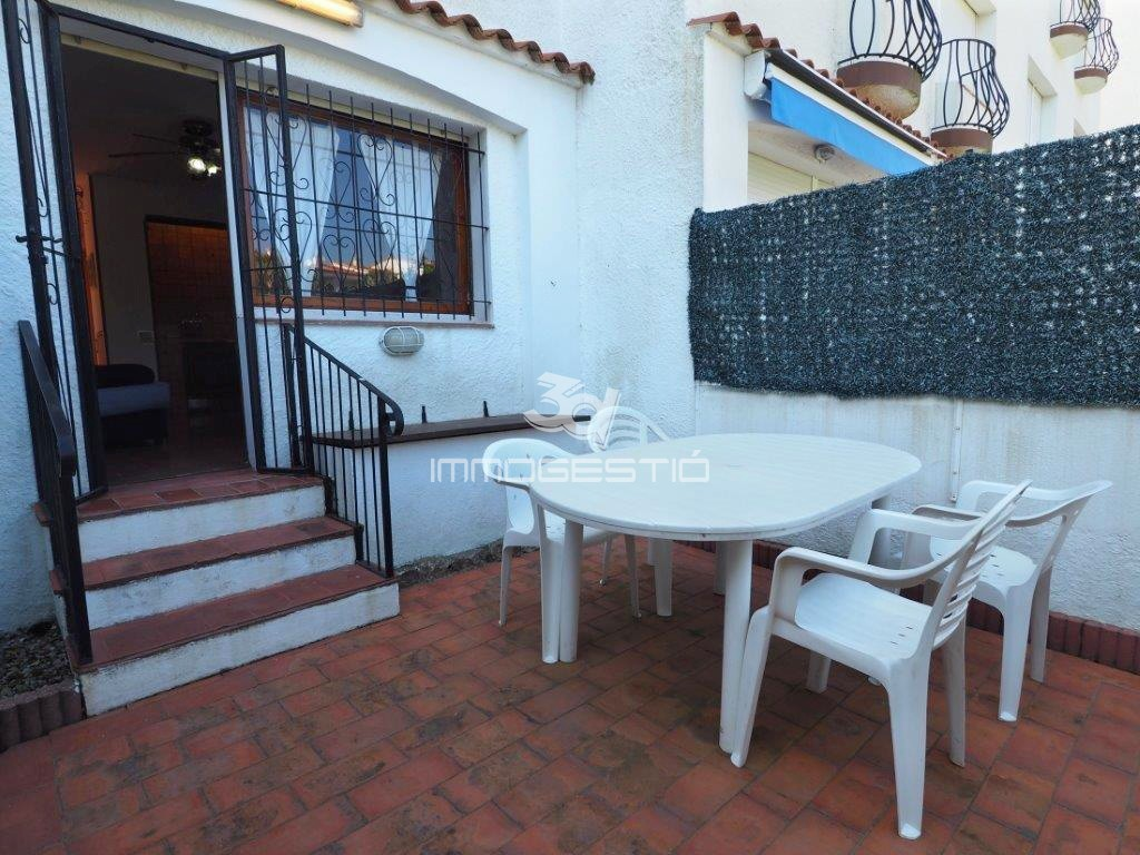 Studio. Ground floor studio with terrace near the beach and the ...
