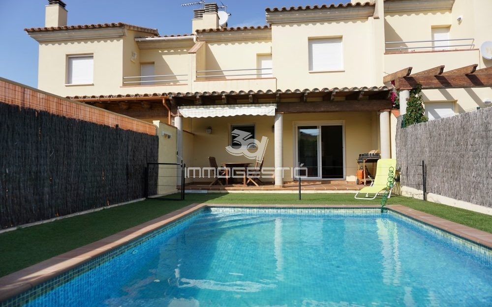 Accueil 3d immogestio immobilier l 39 escala appartements - Case americane con piscina ...