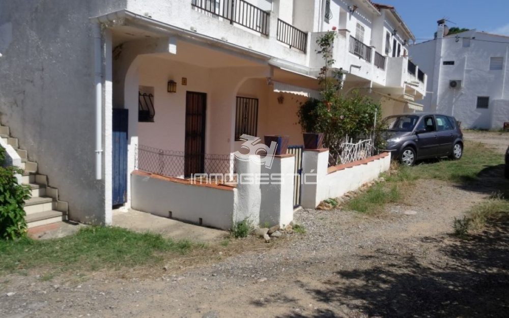 Renovated apartment at 400m from Riells Beach