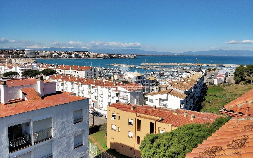 Apartment with 29sqm sun terrace in L'Escala – Not available