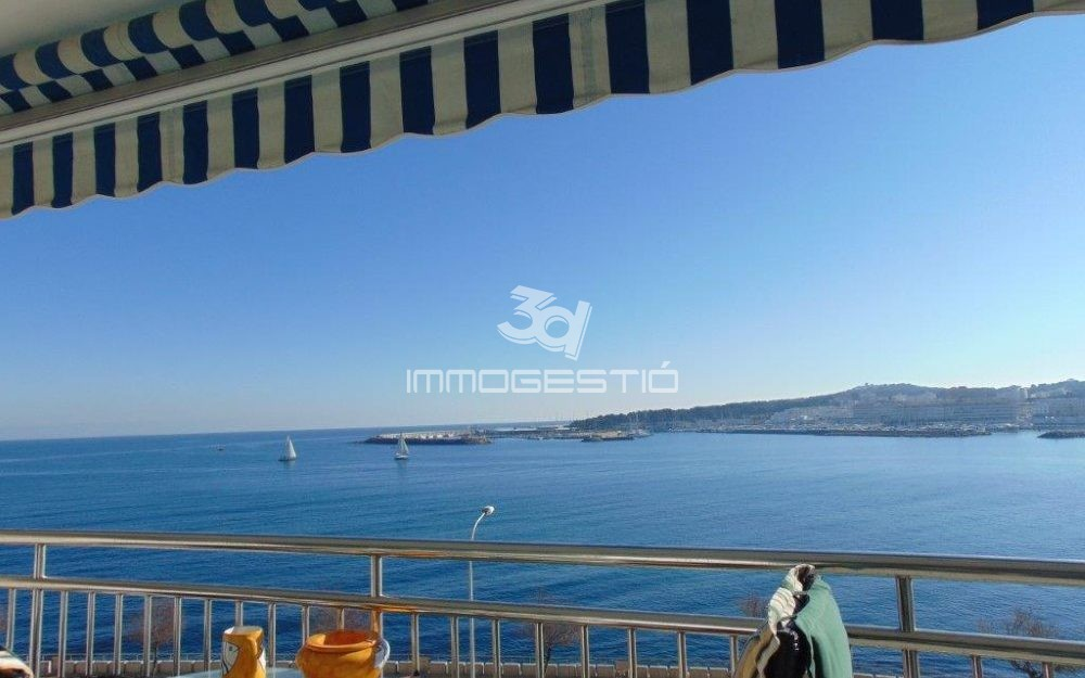 Seafront apartment with impressive views