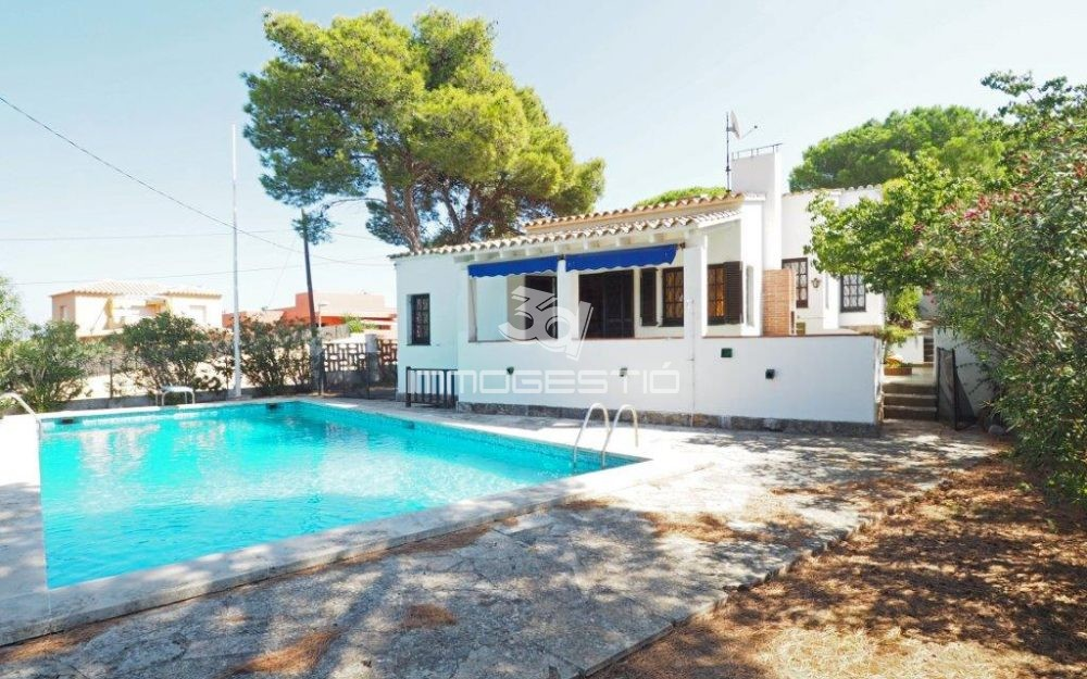 House with swimming pool and private garden in Puig Sec