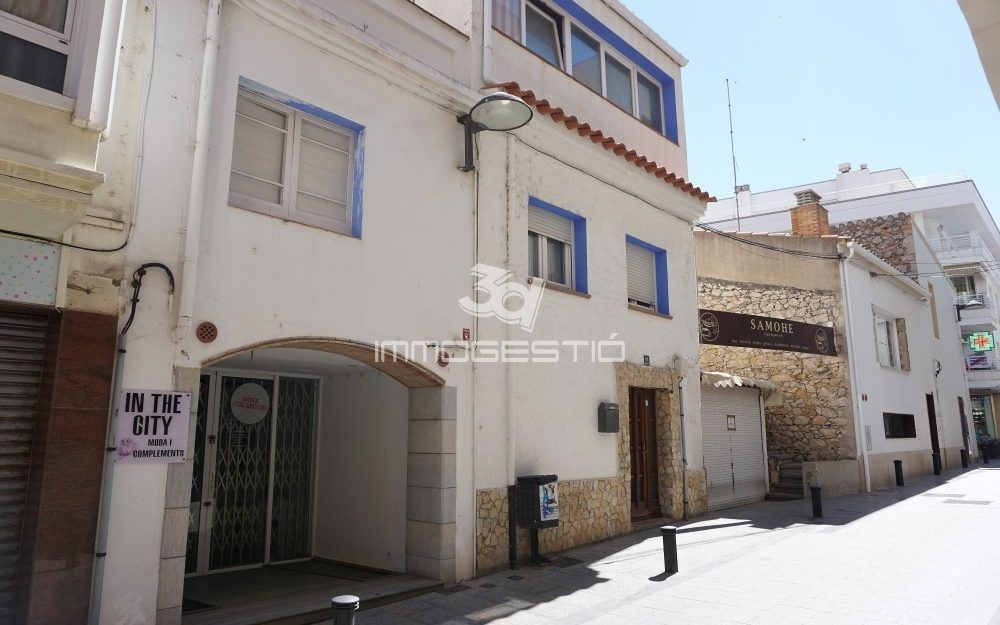 Casa típicament de poble al nucli antic de L'Escala
