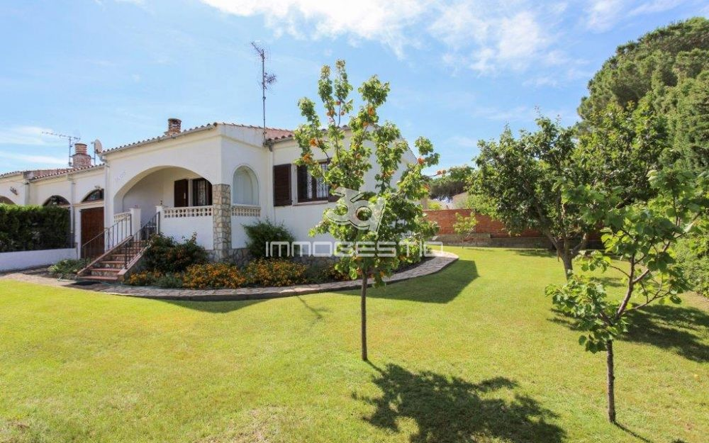 Ground floor villa with garage in L'Escala
