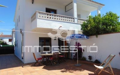 Renovated house with 2 bedrooms and private garden