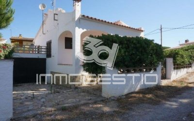 Ground floor villa with garage near to the beach
