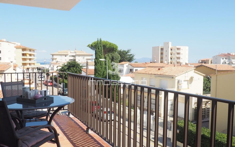 Renovated apartment at only 250m from the beach in Riells