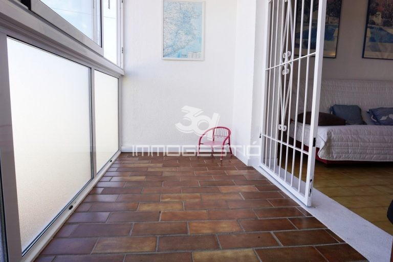 apartament-habitacio-terrassa-apartamento-habitacion-terraza-appartement-chambre-terrace-apartment-bedroom-terrace-sale-vente-venta-venda-3dimmogestio-immobilier-immobiliarias-inmobiliarias-lescala-riells-alquiler-lloguer-pisos-cases