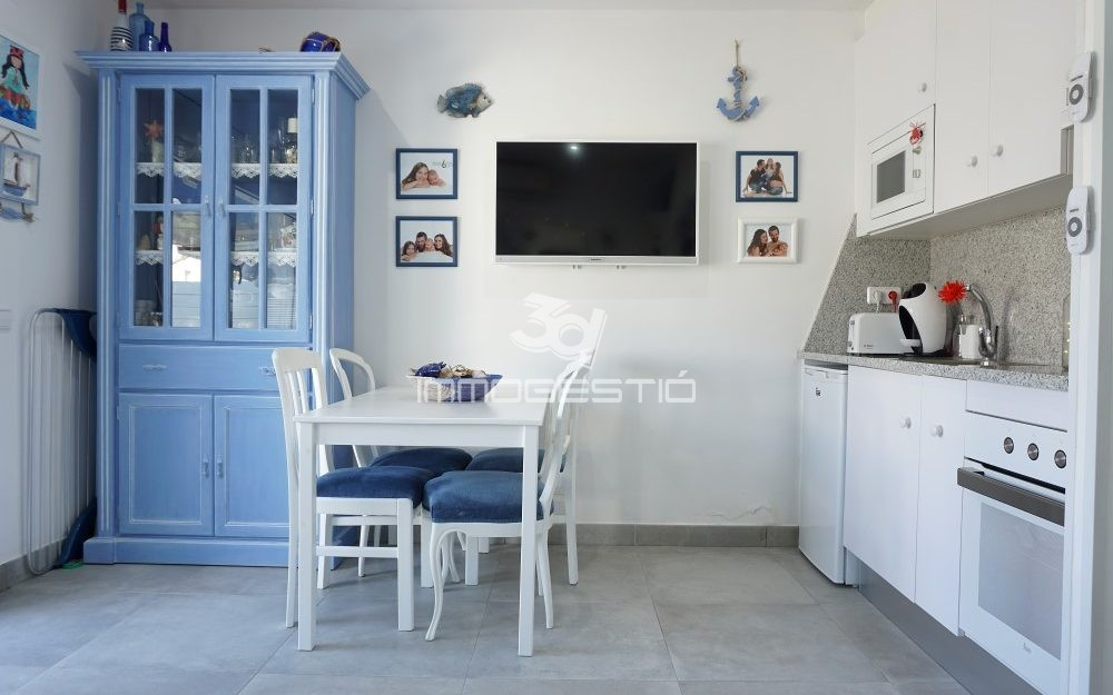 Renovated ground floor studio near the beach in Riells