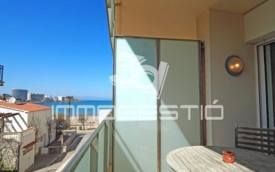 Apartment with lovely terrace at 30m from the beach