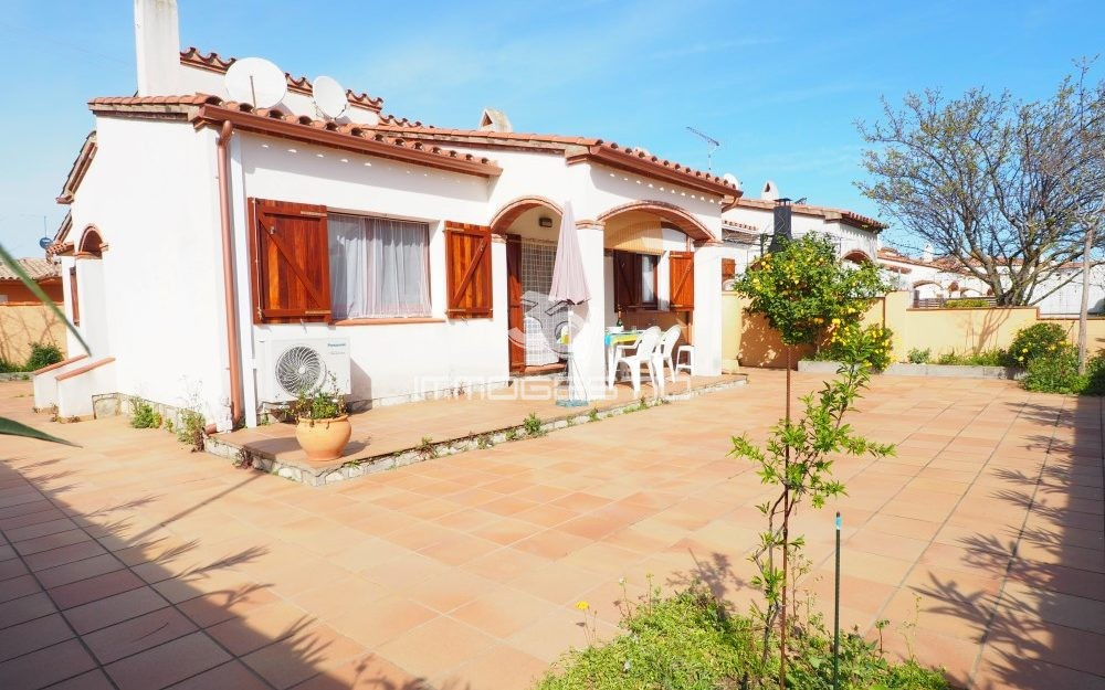 Ground floor house with lovely garden in L'Escala