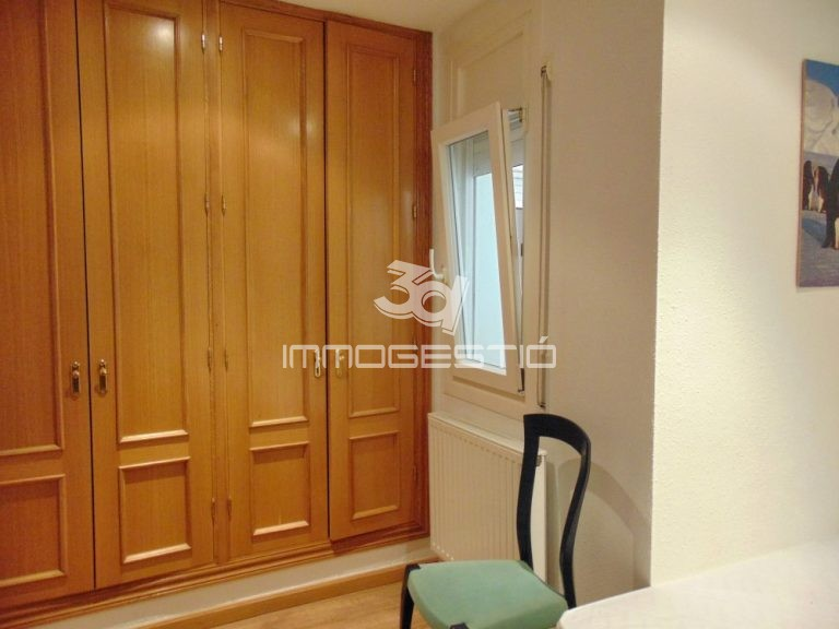 pis-reformat-nucliantic-lescala-venda-piso-reformado-cascoantiguo-venta-appartement-renove-vieille-ville-vente-renovated-apartment-oldtown-forsale-immobilier-inmobiliarias