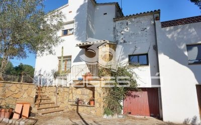 Detached house with large private garden in L 'Escala