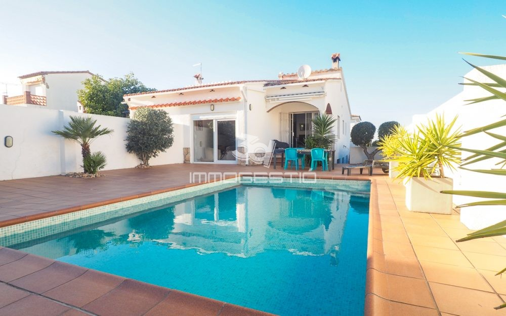 House with private swimming pool in L'Escala