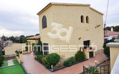 Detached house for sale near the beach in L'Escala