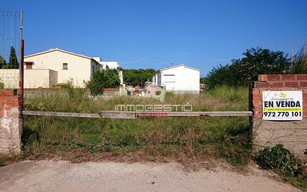 Plots for sale at only 300m from the beach